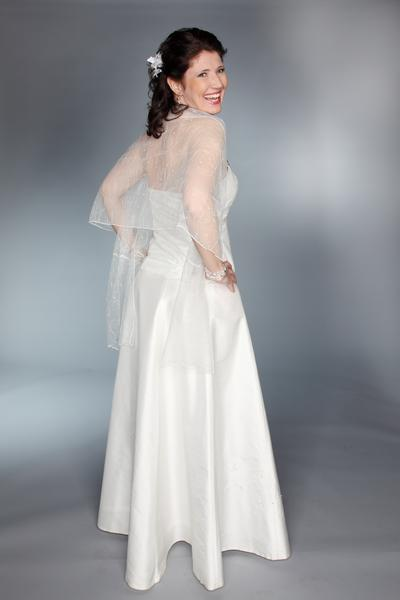 Hochzeitskleid in Seide mit einer Tüllspitze überzogen