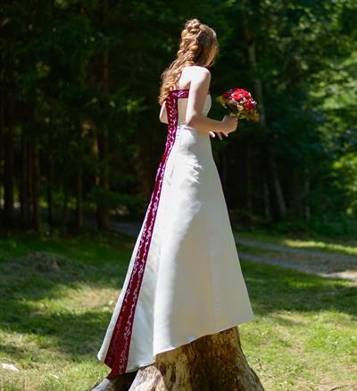 Stephanie Hochzeitskleid mit Stickerei