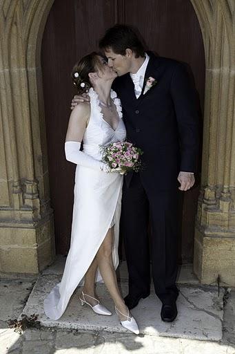 Hochzeitskleid mit Stoffblumen