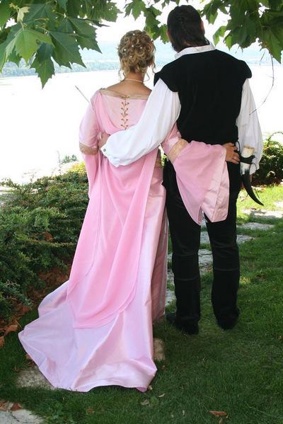 Hochzeitskleid im Mittelalter-Stil